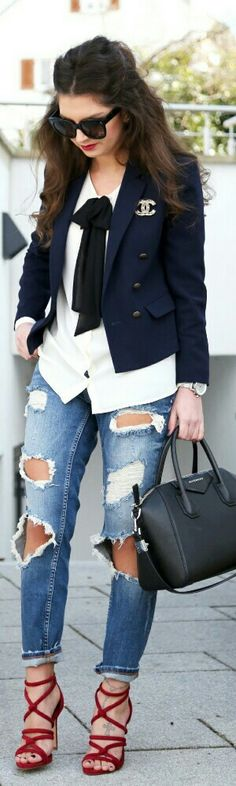 How To Rock Ripped Jeans by Fashion Hippie Loves Look Fashion, Autumn Fashion, Womens Fashion, Jeans Fashion, Mode Outfits, Casual Outfits, Looks Style, My Style, Look Blazer