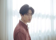 EXO's Suho is keeping his look simple but sentimental for his debut mini-album 'Self Portrait'.The singer revealed a teaser video as well as two ph… Baekhyun Chanyeol, Kai, Exo Smtown, Luhan And Kris, Exo Official, Exo Album, Korean Boy, Kim Junmyeon, Exo Members