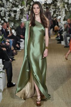 Ralph Lauren revealed his collection during New York Fashion Week Runway Fashion, High Fashion, Fashion Trends, Curvy Fashion, Street Fashion, Fall Fashion, Pretty Dresses, Beautiful Dresses, Camille Hurel
