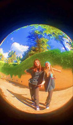 Foto Best Friend, Best Friend Photos, Aesthetic Indie, Summer Aesthetic, Aesthetic Green, Aesthetic Rooms, Aesthetic Fashion, Cute Friend Pictures, Cute Pictures