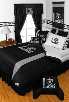 My son would love this for his room!  Oakland Raiders Sidelines Comforter