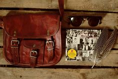 """Unsere Handtasche Emilia 7"""" ist eine absolute natürliche Schönheit. Die kleine Umhängetasche ist für jeden Anlass geeignet und bietet unterwegs ausreichend Platz für alles, was immer in greifbarer Nähe sein sollte - Ledertasche - Vintage-Look - Gusti Leder - H3"""