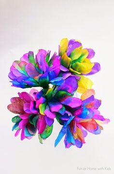 liquid watercolor/A new technique for making incredibly vibrant and bright coffee filter flowers from Fun at Home with Kids Coffee Filter Art, Coffee Filter Crafts, Coffee Filter Flowers, Coffee Filters, Paper Flowers Diy, Handmade Flowers, Flower Crafts, Diy Paper, Craft Flowers