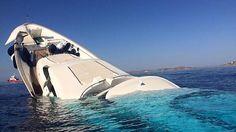 31 e agosto de 2015: El fabuloso yate multimillonario hundido en la costa de Mikonos.
