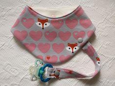 Ein hübsches Halstuch für Babys und Kleinkinder. Gerade in der Zahnungsphase unentbehrlich, weil die Kleinen in dieser Zeit viel sabbern. Ein Halstuch schützt die Kleidung und das häufige umziehen...