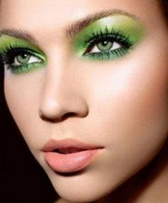 Love this green #tropical makeup!