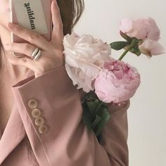 Find images and videos about girl, aesthetic and flowers on We Heart It - the app to get lost in what you love. Korean Aesthetic, White Aesthetic, Aesthetic Photo, Aesthetic Pictures, Aesthetic Style, Ideas Fotos Tumblr, Photo Rose, No Rain, Flower Aesthetic