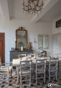 Dining Room Gustavian spirit and furnished with a table and chairs Provencal patina gray and other brocante finds in Uzès, France. | e-magDECO    ᘡղbᘠ