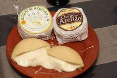 Queijo de Azeitao, Portuguese Cheeses, Portugal   http://confrariamor.files.wordpress.com/2013/02/queijopao-e-vinho.jpg?w=618