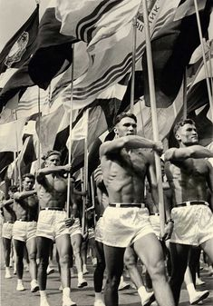 Soviet gym teachers parade in Moscow, USSR, 1956 Rare Photos, Vintage Photographs, Old Photos, Bizarre Photos, Lumiere Photo, Studio Pilates, Post Mortem, Soviet Art, Foto Real