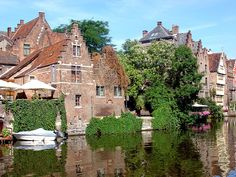 Buenos días viajeros, empezamos la semana viajando de Brujas a Bruselas en barco y bici ¿te vienes?  http://www.buscounviaje.com/ficha/belgica-de-brujas-a-bruselas-en-barco-y-bici-73164
