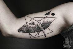 tattoos mit surrealem design wal 3d dreiecke