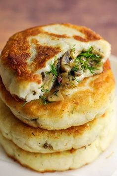 Mushroom Stuffed Potato Cakes Fluffy potato cakes stuffed with a fragrant lemony herby mushroom mixture. These mushroom stuffed potato cakes would make an amazing addition to meals. I made these potato filled cakes around this time… Comidas Fitness, Vegetarian Recipes, Healthy Recipes, Healthy Meals, Easy Recipes, Healthy Dishes, Dinner Recipes, Dessert Recipes, Copycat Recipes