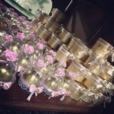 Mini cúpulas e caixinhas para comemorar ls 15 aninhos de @elizabethborgess. Mais…