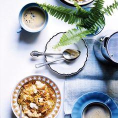 5 grain porridge with apples, coconut, honey, and bee pollen Vegetarian Recipes Easy, Healthy Breakfast Recipes, Brunch Recipes, Healthy Cooking, Healthy Dinner Recipes, Healthy Snacks, Cooking Recipes, Healthy Breakfasts, Breakfast Bowls