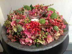 Herfst krans - Lilly is Love Vanilla Strawberry Hydrangea, Strawberry Plants, Floral Foam, Art Floral, Seasonal Decor, Fall Decor, Pumpkin Centerpieces, White Pumpkins, Autumn Garden
