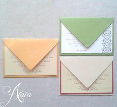 Invitaciones clásicas, con sobres en diversos colores. Papeles perlados o lisos.