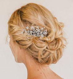 Idée coiffure de mariage : un chignon flou