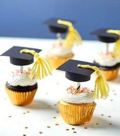 Make Graduation Cap Cupcake Toppers - Banana Cupcake Ideen Graduation Desserts, Graduation Party Planning, Graduation Cupcakes, Graduation Celebration, Graduation Party Decor, Grad Parties, Graduation Gifts, Cap Cake, Party Decoration