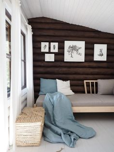 Hirsimökin muodonmuutos: saunatupa   SLIIK Entryway Bench, Bed Pillows, Pillow Cases, Cottage, House, Furniture, Home Decor, Holiday, Summer