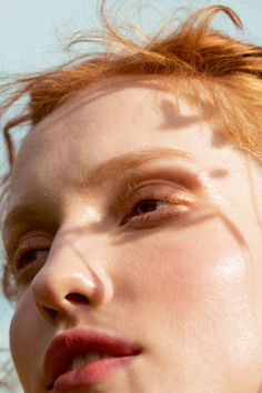 How to achieve the fresh glowing skin that everyone wants this summer- HarpersBAZAARUK Be inspired by Bazaar's behind-the-scenes video Skin Secrets, Skin Tips, Summer Glow, Summer Skin, Summer Fresh, Uk Summer, Beauty Photography, Portrait Photography, Foods For Clear Skin