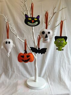 Halloween Decorations - Felt - Bat, Skull, Cat, Pumpkin, Frankenstein, Ghost by MichelleGood on Etsy https://www.etsy.com/listing/161362187/halloween-decorations-felt-bat-skull-cat