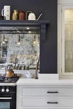 An antique mirrored splashback is on display in our Sheen showroom. This neutral Arbor kitchen is perfectly balanced with a blue feature wall mirror backsplash Kitchen Room, Kitchen Remodel, Brick Backsplash Kitchen, Kitchen Mirror, Mirror Splashback, Mirror Backsplash Kitchen, Kitchen Feature Wall, Glass Backsplash Kitchen, Kitchen Design