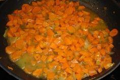 Das perfekte Gelbe-Rüben-Gemüse-Rezept mit Bild und einfacher Schritt-für-Schritt-Anleitung: Möhren waschen, putzen und in kleine Würfel schneiden…