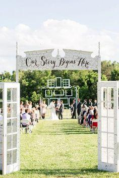 trendy diy wedding ceremony backdrop outdoor old doors Wedding Entrance, Wedding Ceremony Decorations, Wedding Venues, Wedding Ideas, Decor Wedding, Chic Wedding, Wedding White, Wedding Advice, Trendy Wedding