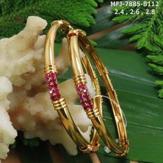 Temple jewellery available at AnkhJewels for booking msg on +91 9619291911.... Temple Jewellery, India Jewelry, Gold Jewellery, Bangle Bracelets, Jewelry Necklaces, Beaded Jewelry, Gold Bangles Design, Diamond Bangle, Nepal