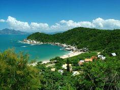 http://estadosantacatarina.blogspot.com.br/2012/05/praia-da-tainha-bombinhas.html