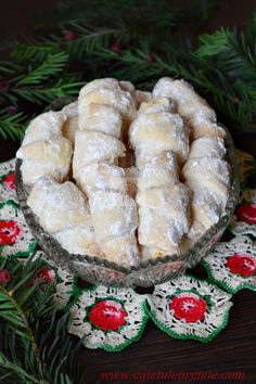 Cornulete fragede - CAIETUL CU RETETE Romania Food, Peach Cookies, Romanian Desserts, Cake Recipes, Dessert Recipes, Homemade Sweets, Dessert Drinks, Sweet Cakes, Food Cakes