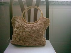 This is a perfect bag for shopping or to the beach. This is made with raffia yarn that gives a perfect strength to this type off bag.