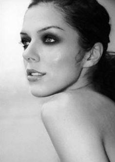 Adrianne Curry. America's next top model winner season 1