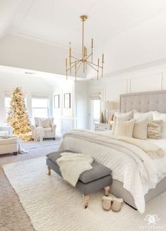Cozy White Christmas Bedroom with neutral throw pillows and bedding. Love the gold Christmas decor and gold decor accents! Cozy White Christmas Bedroom with neutral throw pillows and bedding. Love the gold Christmas decor and gold decor accents! Room Ideas Bedroom, Dream Bedroom, Home Decor Bedroom, Neutral Bedroom Decor, Bedroom Inspo, Bedroom Simple, Small Room Bedroom, Bedroom Inspiration, Neutral Bedrooms