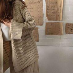 Korean Fashion – How to Dress up Korean Style – Designer Fashion Tips Brown Aesthetic, Aesthetic Korea, Brown Beige, Vaporwave, Aesthetic Pictures, Baddie, Korean Fashion, Fashion 101, Like4like