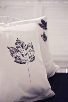 40+ Creative DIY Craft Projects with Fall Leaves --> DIY Leaf Pillow Cases #craft #leaf #decorating