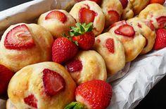 Tapas de Panecillos de Fresas de California | CompleteRecipes.com
