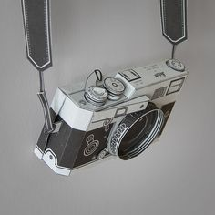 Functional Papercraft Pinhole Leica M3 Camera