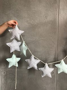 Garland with stitched stars as a beautiful and reusable Christmas decoration / reusable christmas decoration: garland with fabric stars made by Bab Baby Crafts, Felt Crafts, Fabric Crafts, Sewing Crafts, Diy And Crafts, Baby Room Diy, Baby Room Decor, Craft Projects, Sewing Projects