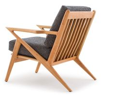 Artfully made and eye-catching, this iconic wooden chair will command attention and complement a variety of interior design styles all at once. Round Back Dining Chairs, Farmhouse Dining Chairs, Mid Century Dining Chairs, Chair Design Wooden, Furniture Design, Wooden Chairs, Lobby Furniture, Metal Chairs, Diy Furniture