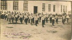 Çanakkale - Ezine, 1928 İlkmektepte sabah sporu