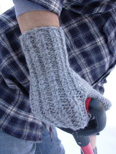 Perfect for cold morning commuting to school?Shelburne mittens: Knitty Winter 2011