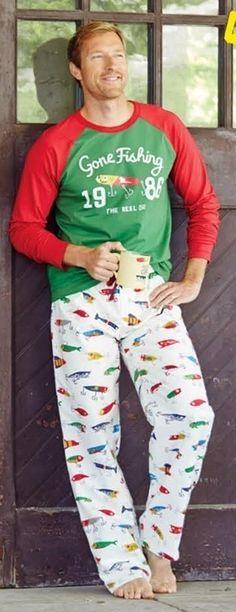 Pijama de invierno Little Blue House para #hombre. Esquijama combinado en punto de algodón con anzuelos y peces (Gone Fishing). Envío Urgente en 24h. #moda #modahombre #regalos #navidad http://www.varelaintimo.com/40-pijamas