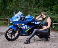 Biker Chick, Biker Girl, Mode Latex, Suzuki Motorcycle, Bike Rider, Sports Leggings, Sport Bikes, Motor Car, Motorbikes