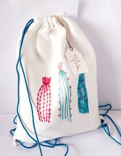 Drawstring backpack with grommets. Have Tay paint on fabric Diy Backpack, Drawstring Backpack, String Bag, Unique Bags, Fashion Project, Fabric Bags, Kids Bags, How To Dye Fabric, Handmade Bags