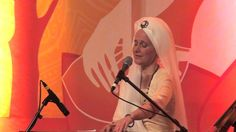 The Angels are Listening: Snatam Kaur sings Suṉi-ai with Ajeet Kaur  at ...