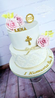 joannapydacakestudio Holy Communion Cake with sugar roses and beautiful onlay
