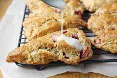 Vanilla-glazed rhubarb oatmeal scones by Close Close Wise Rhubarb Oatmeal, Rhubarb Scones, Oatmeal Scones, Rhubarb Syrup, Biscuits, Rhubarb Recipes, Brunch Recipes, Breakfast Recipes, Breakfast Time