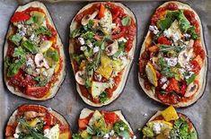 Letní lilkové pizzy se zeleninou Vegetable Recipes, Vegetable Pizza, Eggplant Pizzas, Tahini, Bruschetta, Tofu, Food Inspiration, Vegan Recipes, Tacos